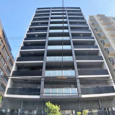 鉄筋コンクリート造の重厚感のある建物になります。