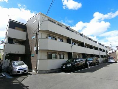 小田急線「向ヶ丘遊園」駅、「生田」駅、南武線「中野島」駅より徒歩圏内!3駅2沿線利用可能で便利な立地の3階建てアパートです♪
