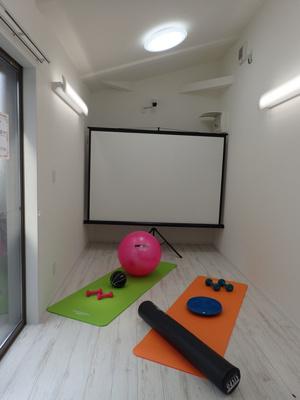 共用のプレイルームがあります!ヨガをしたり、会議など多様に使えるスペースです♪
