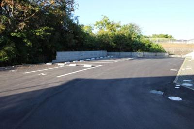 広々停めやすい駐車場があるので、車を買う予定の方も安心です