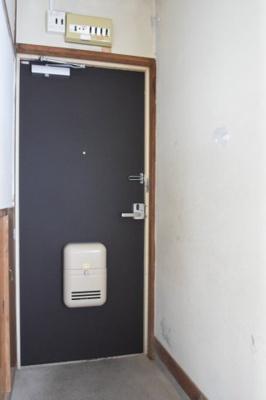 玄関ドア取り換え※同間取り別室の写真です。