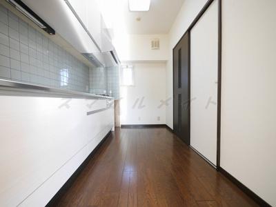 広々キッチンスペース・窓もあります。