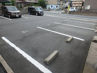 【駐車場】ラヴィアンローズ