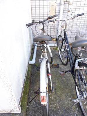 敷地内駐輪場あります!自転車があればお出かけ範囲も広がりますね♪
