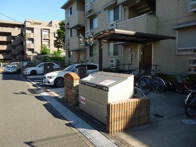 いつでも目の届く敷地内に駐輪場があります♪駅から自転車もおすすめです!