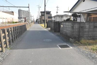 【前面道路含む現地写真】鴻巣市小松1丁目 売地(専属)