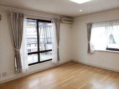 【居間・リビング】鳥取市若葉台南6丁目二世帯住宅
