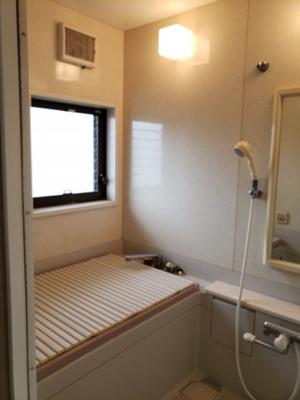 【浴室】鳥取市若葉台南6丁目二世帯住宅