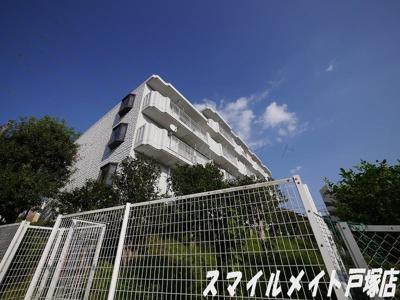 緑豊かな住環境に立地するマンション