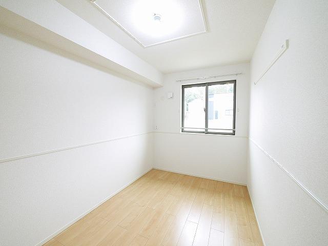 シンプルで家具を選ばないお部屋です