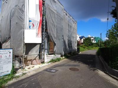 【前面道路含む現地写真】保土ヶ谷区上星川2丁目 新築戸建て【成約】