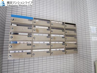 屋内にある郵便受けは、郵便物が雨に濡れる心配もありません。