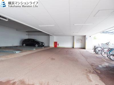 屋内駐車場は愛車に嬉しいですね。