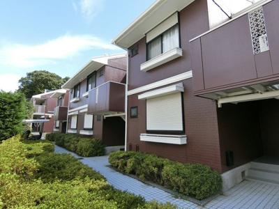 「生田」駅にアクセス可能な最寄りバス停徒歩1分!閑静な住宅地にある2階建てアパート♪雨の日の通勤やお出かけもバス利用でスムーズです☆