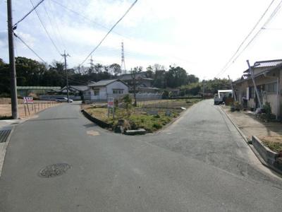 【前面道路含む現地写真】土地 玉島勇崎_南側