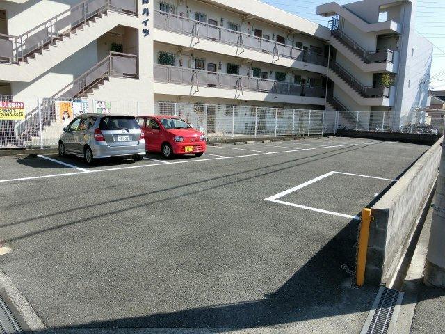アサダグランドハイツ 駐車場