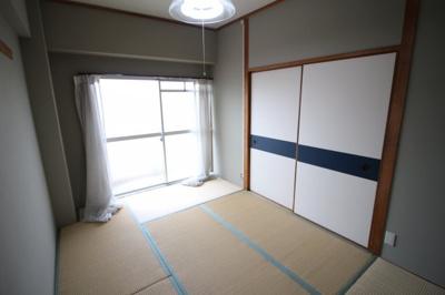 和室6畳の開放的な寝室です