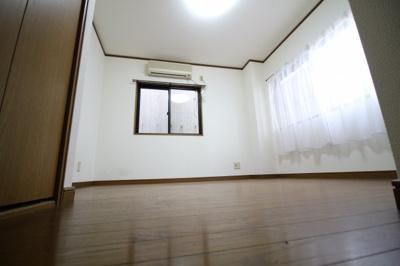 【寝室】平山マンション
