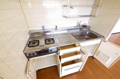 収納スペースも多いキッチンですよ。
