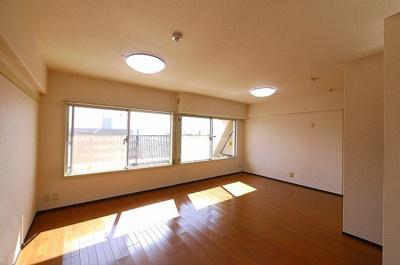 家具の配置がしやすい広々としたお部屋です。
