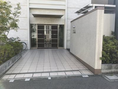 【エントランス】エルベコート太子橋駅前