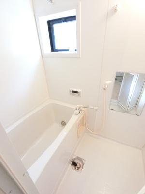窓付き浴室です