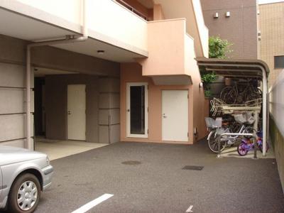 屋根付き駐輪場があります!荷物が重いときに自転車があれば助かりますね♪