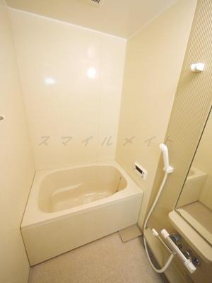 経済的な追い焚き機能付きのバスルームです。