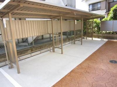 【Y's GRADO】の屋根付き駐輪場!