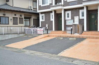 【フローリッシュ.E.T】の敷地内駐車場!