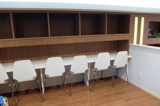 コミュニティプレイスの一角にはスタディコーナーとしをご用意。読書スペースとして利用したり、仕事をもと込んで作業したりと自在に活用できます。
