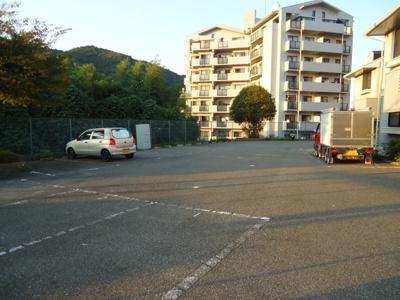 【マジェール六甲】【神鉄六甲駅】敷地内駐車場有、無料です。
