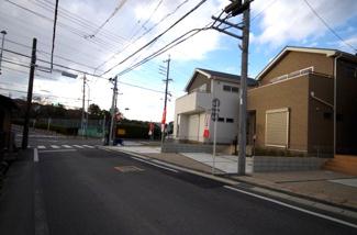 1号棟 前面道路含む現地(2017年11月)撮影