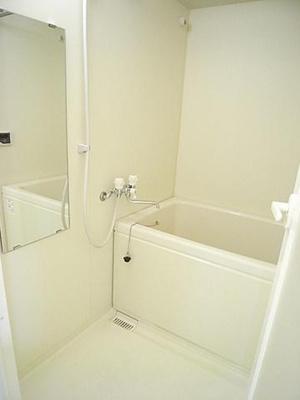追い焚き機能・浴室乾燥機付きバスルーム♪いつでもすぐに温められるから節約になります!お風呂に浸かって疲れもすっきりリフレッシュ!