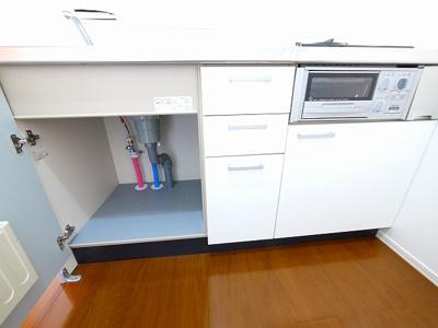 キッチンの下も収納です