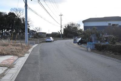 前面道路も8.5mと広く開放的です!