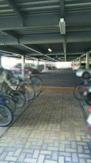 自走式駐車場の一階部分の為、屋根付きで階段を使う必要がありません