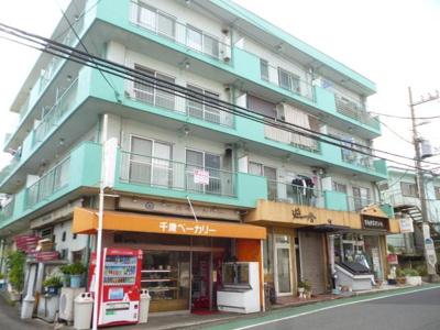 小田急線「生田」駅にアクセス可能な最寄りバス停より徒歩1分!便利な立地の4階建てマンションです♪