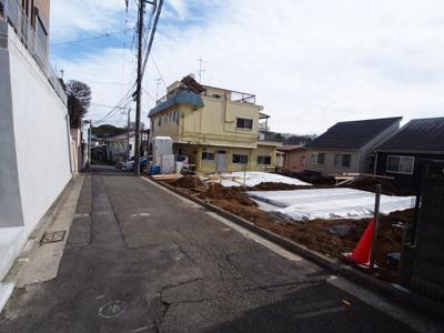 【前面道路含む現地写真】保土ヶ谷区釜台町全2棟 新築戸建て
