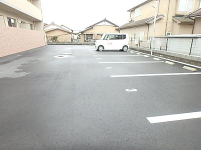 【駐車場】ラフィーネ