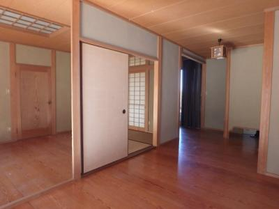 【玄関】粒江庭付き平屋