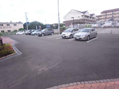 【駐車場】エレガント館