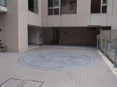 プレミスト新宿山吹の駐車場