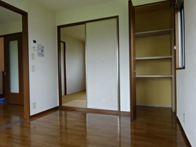和室(パルプ畳)
