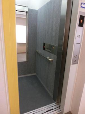 便利なエレベーターがあります♪