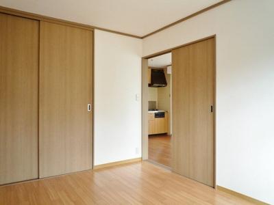 収納スペースのある南向き洋室6帖のお部屋です!荷物をたっぷり収納できてお部屋がすっきり片付きます☆