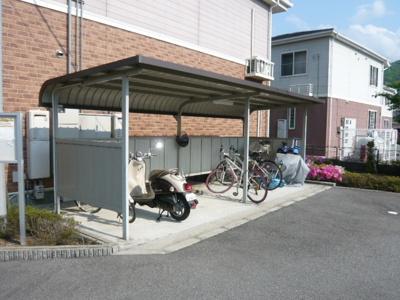 敷地内屋根付き駐輪場です。