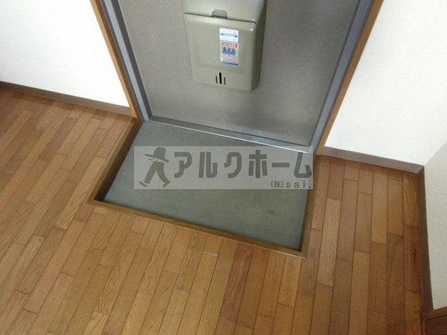 ユース春日台(大阪教育大前駅) 玄関