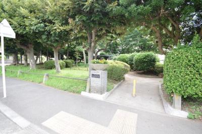 近くには公園もあります☆小さいお子様にもおすすめの場所です☆