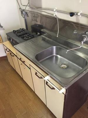 2口コンロがついていて広く使えるキッチンです。